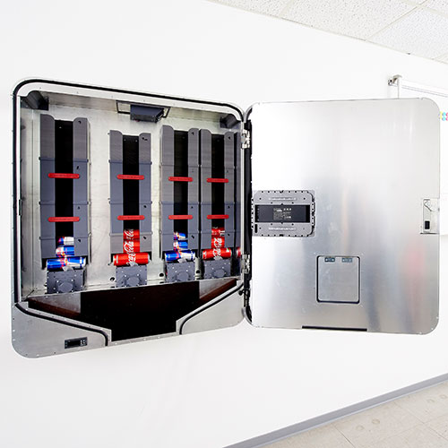 Getränkeautomat lose Sortierung von Dosen, PET-Flaschen und Glasflaschen.